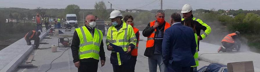 Intensywne prace przy budowie mostu w Odrzykoniu